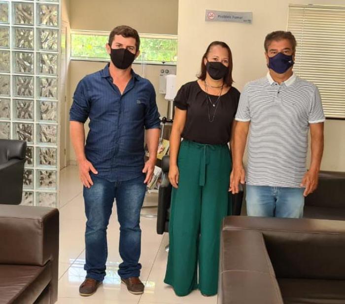 Vereadora e suplente se reúnem com o senador Nelsinho Trad no Diretório Estadual do PSD